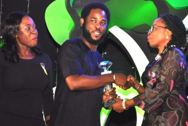 Head of Sponsorship, Airtel Nigeria, Opeyemi Lawal; Vice President, Brands and Advertising, Airtel Nigeria, Enitan Denloye while receiving the award for Campaign of the year from Iquo Ukoh at the ADVAN Awards for Marketing Excellence 2016